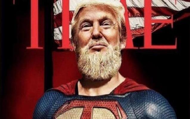 """Tramp """"Supermən"""" kostyumunda"""