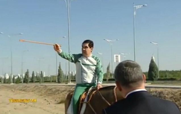 Prezident at üstündə tikinti obyektlərini yoxladı