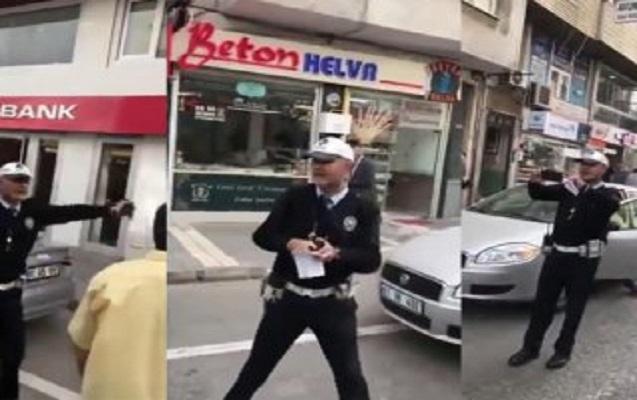 Cərimə yazarkən mahnı oxuyan polis