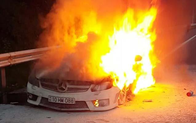 """Nərimanovda """"Renault"""" yandı"""
