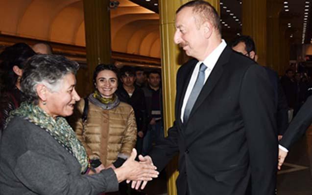 Prezident metroda sərnişinlərlə görüşdü - Fotolar + Yenilənib