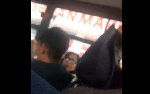 Avtobusda qadınlar yer üstündə dalaşdı