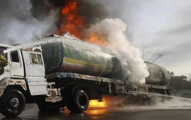 Bakı-Qazax yolunda yanacaqdaşıyan avtomobil yanıb