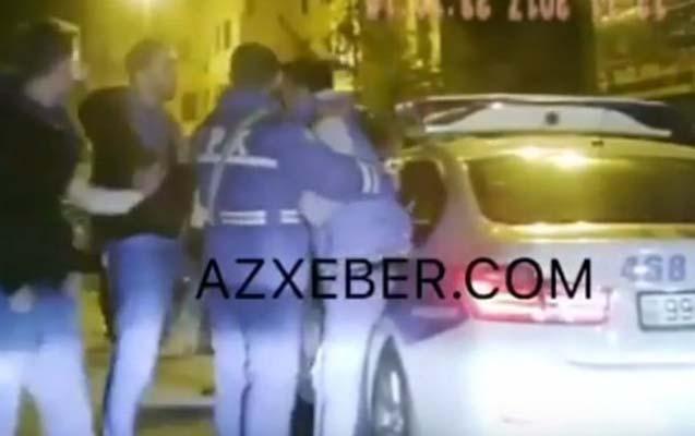 Bakıda polis 15 nəfərin döydüyü 2 gənci belə xilas etdi - Video