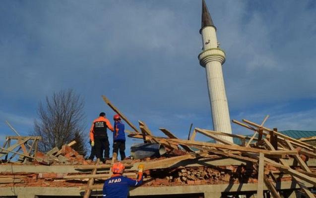 Türkiyədə məscid inşaatında uçqun