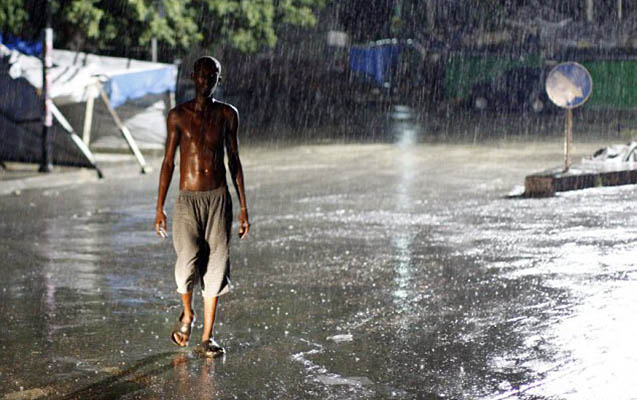 Haitidə 10 min ev su altında qalıb