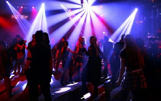 21 yaşlı qız gecə klubunda döyüldü