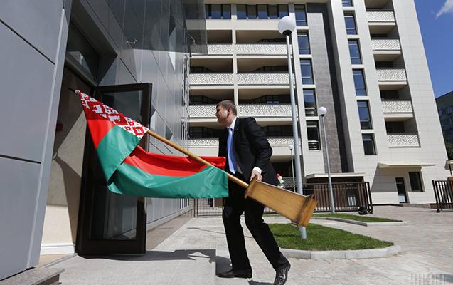 Ukrayna Belarus diplomatını ölkədən qovub