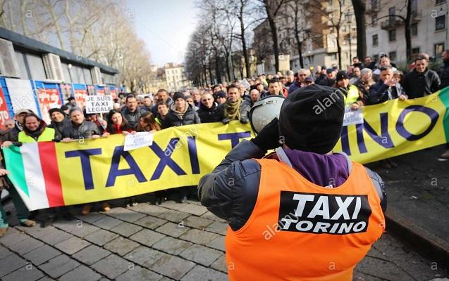 İtaliyada minlərlə taksi sürücüsü hökuməti boykot edir