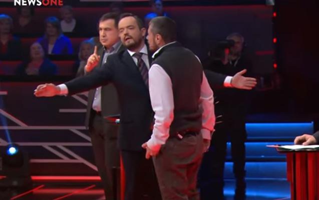 Deputat Saakaşvilini efirdə döymək istədi, aparıcı mane oldu