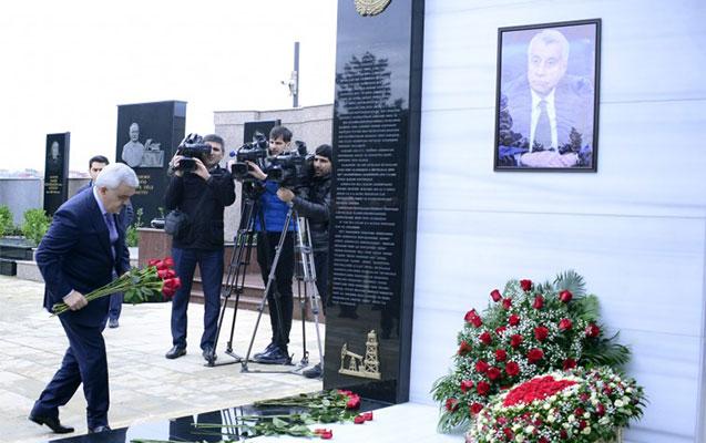 Natiq Əliyevin məzarı ziyarət edildi