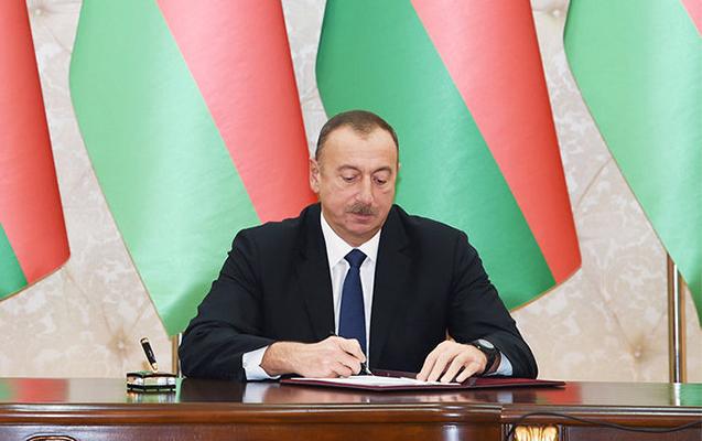 """""""Azərnəşr""""in əməkdaşları """"Tərəqqi"""" medalı ilə təltif edilib"""