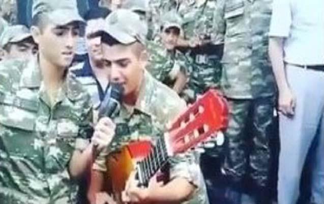 Azərbaycan əsgərinin gitara ilə möhtəşəm ifası - Video