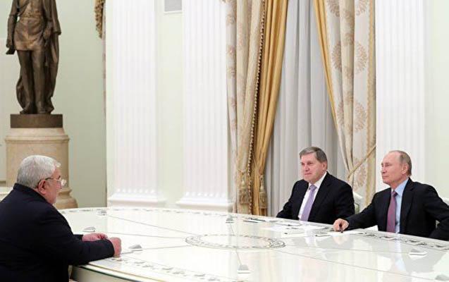 Putin Yuri Xaçaturovla görüşüb