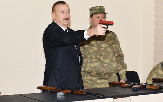 İlham Əliyev silahları yoxladı