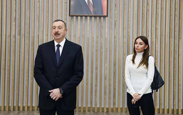 Prezident və xanımı sərgidə