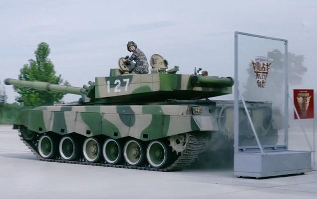 Çinli hərbçidən tankla möhtəşəm şou