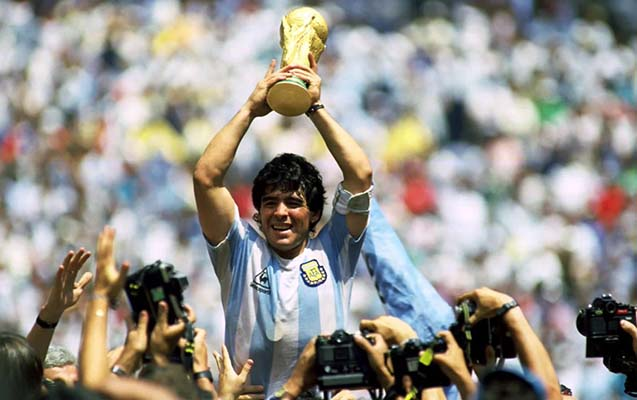 Maradonaya heykəl qoyuldu