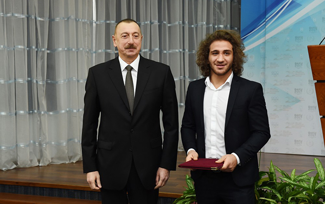 Prezident Zabit Səmədova ev bağışladı