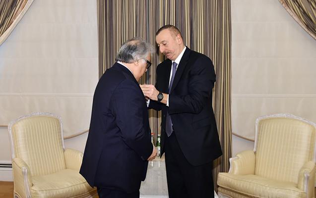 """Prezident ona """"İstiqlal"""" ordeni verdi"""