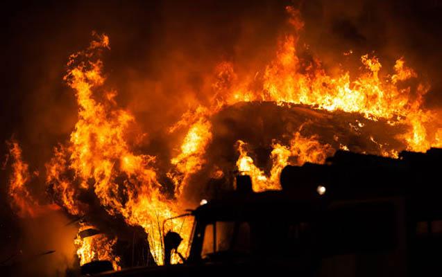Bakıda bitişik evlər yandı