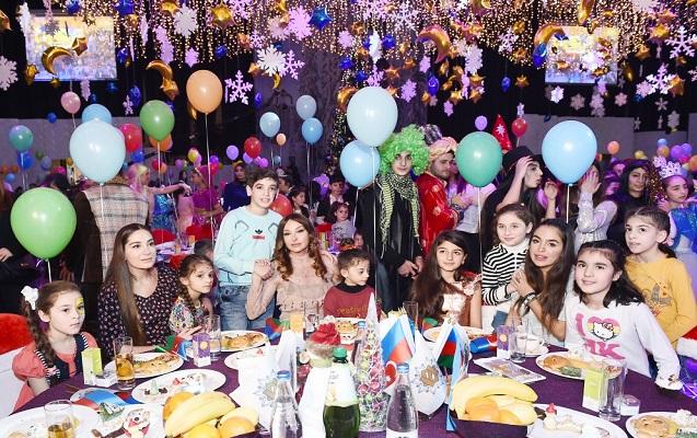 Mehriban Əliyeva qızları və nəvəsi ilə Yeni il şənliyində - Fotolar