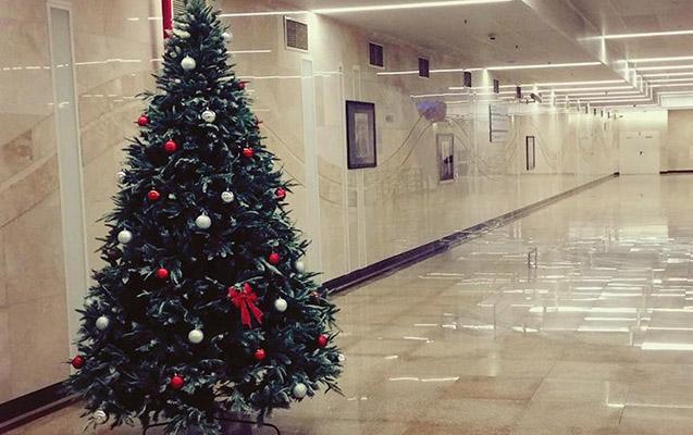 Bakı metrosunda Yeni il şənliyi