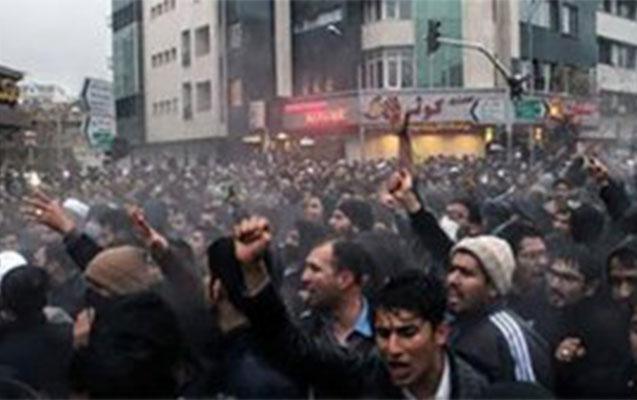 İranda etirazçıları güllələdilər - Video