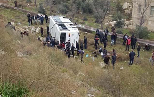 Bakıda avtobus dərəyə aşdı - 12 yaralı var+ Fotolar+ Yenilənib