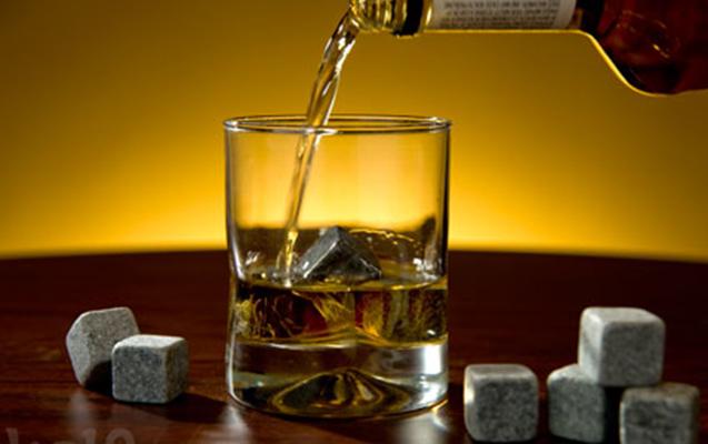 Cəmi bir viski oğurladı - Qiyməti 680 manat