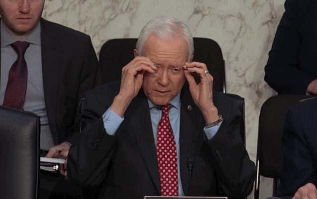 """Amerikalı senatorun """"gözəgörünməz eynəyi"""" gülüş hədəfi oldu"""