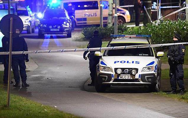 İsveçdə polis məntəqəsinə hücum olub
