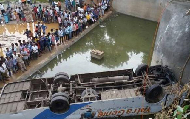 Hindistanda avtobus çaya aşıb, 10 ölü