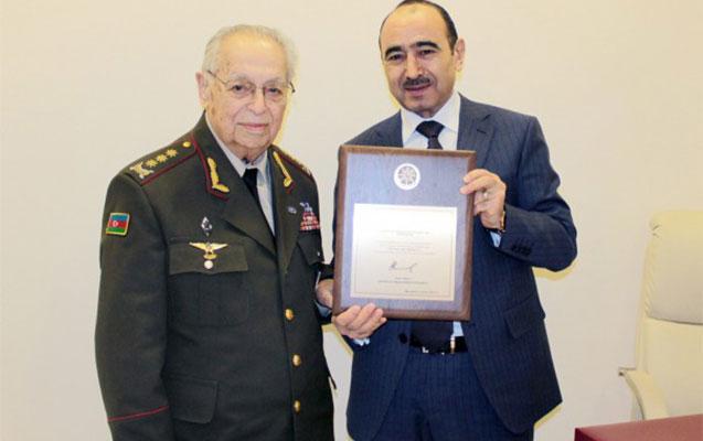 Prezidentin təltifi generala təqdim olundu