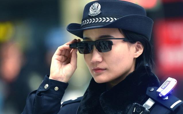 """Çin polisi cinayətkarları """"ağıllı"""" eynəklə tanıyacaq"""