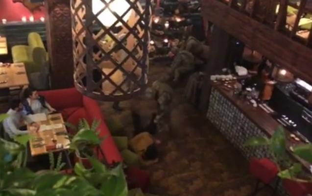 Maskalılar Saakaşvilini restoranda belə saxladılar