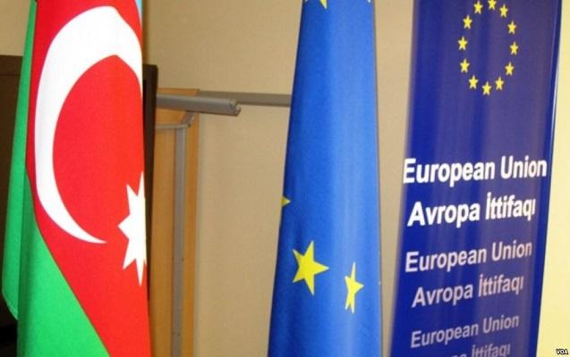 Elmar Məmmədyarov Avropa İttifaqının komissarı ilə görüşdü