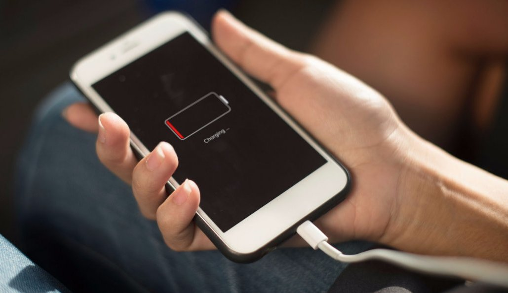 """Telefonların enerjilərinə """"düşmən"""" kəsilən mobil tətbiqlər"""
