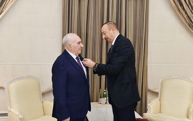 "Prezident Fəttah Heydərova ""İstiqlal"" ordeni verdi"