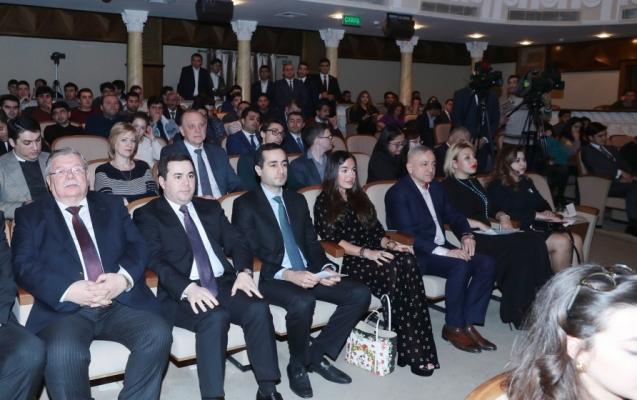 """Leyla Əliyeva """"Badam ağacı çiçəkləyəndə"""" tamaşasının premyerasında"""