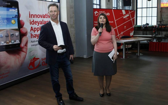 """""""AppLab"""" proqramının məzunları və yeni iştirakçıları bir arada"""