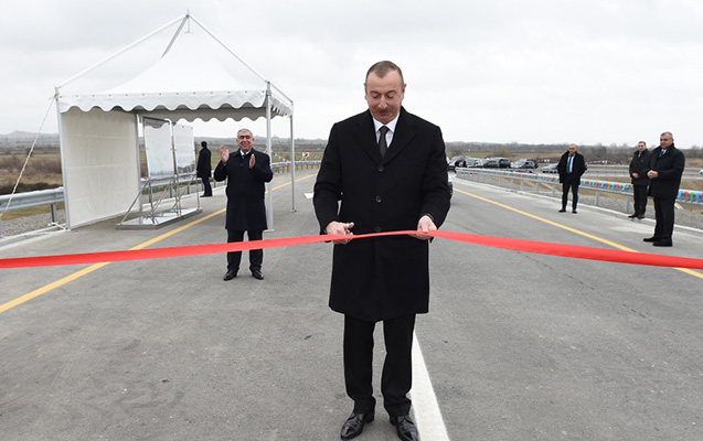Prezident yeni yolun açılışını etdi