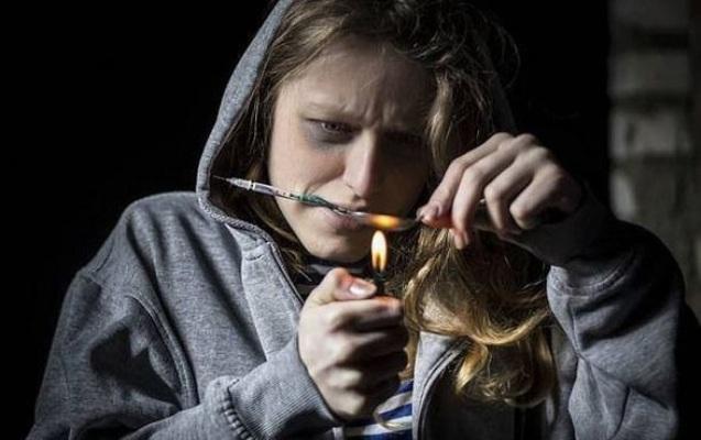 Azərbaycanda narkoman qadınların sayı açıqlandı