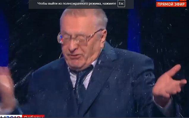 Sobçak suyu Jirinovskinin üzünə çırpdı
