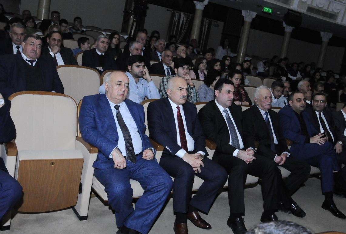 """ADNSU kollektivi """"Şah Qacar"""" tamaşasını izləyib"""