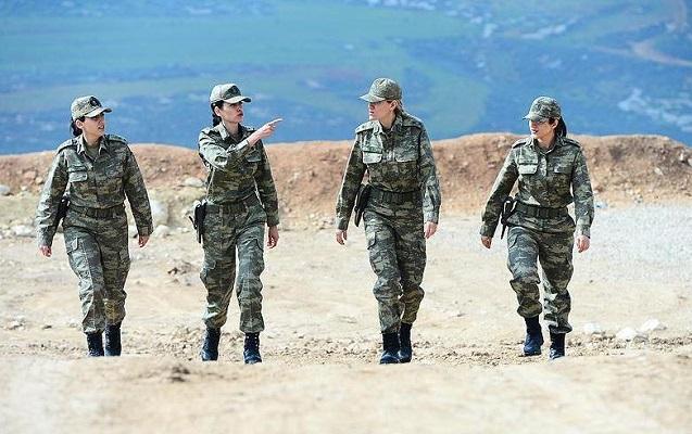 Afrində terrorçulara qarşı döyüşən qadın hərbiçilər