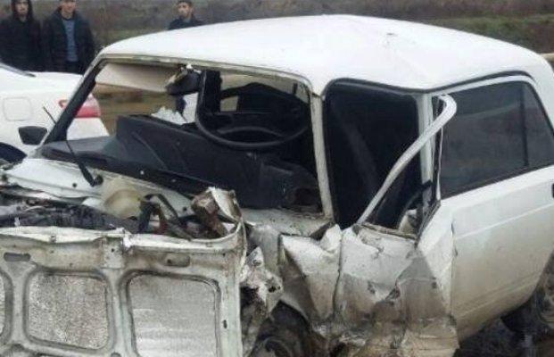 Salyanda traktorla avtomobil toqquşdu