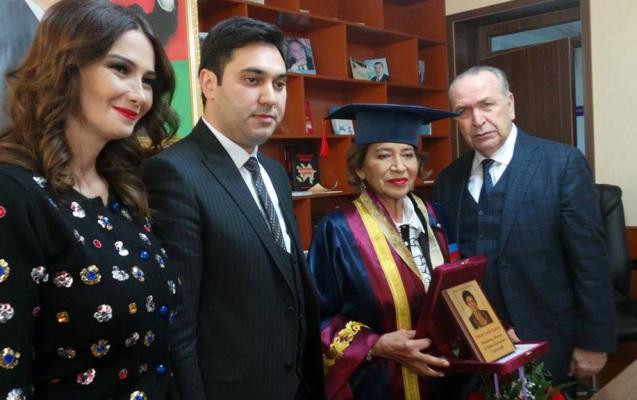 Türkiyənin ilk qadın pilotuna fəxri doktor adı verildi