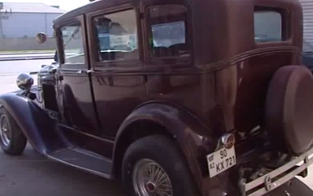 Bakıda antikvar avtomobil satılır