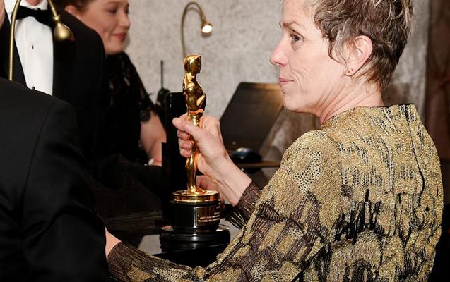 """Aktrisanın """"Oscar""""ını kim oğurlayıb?"""